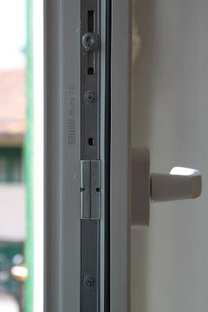 ferramenta-standard-serramenti-pvc-lato-maniglia